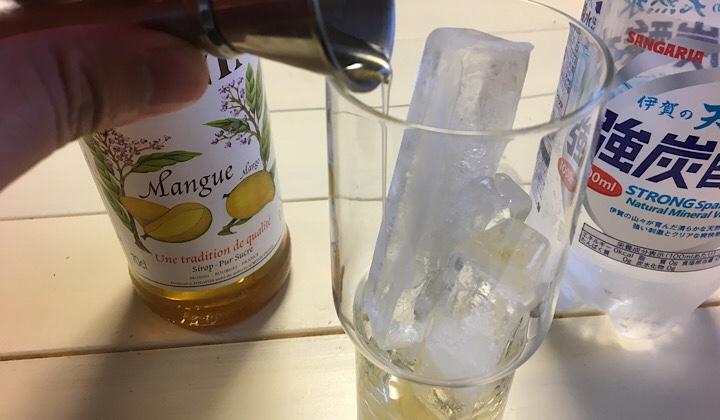 マンゴーシロップを入れた画像