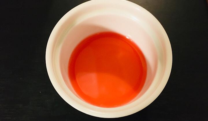 モナンピンクグレープフルーツの液体の色確認画像
